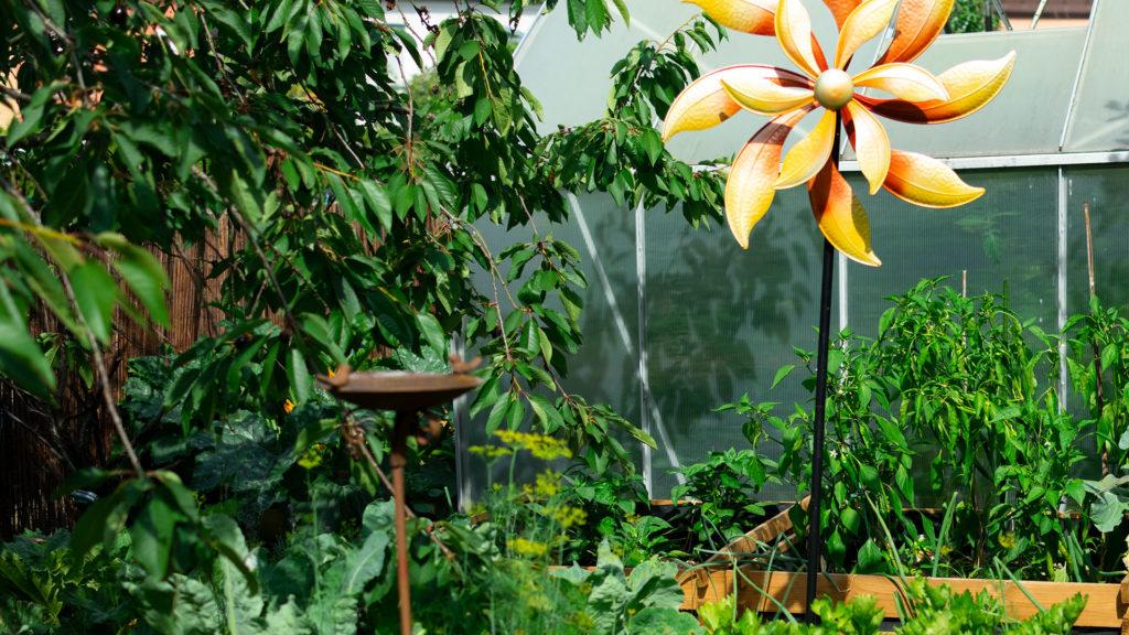 Garten mit Hochbeeten